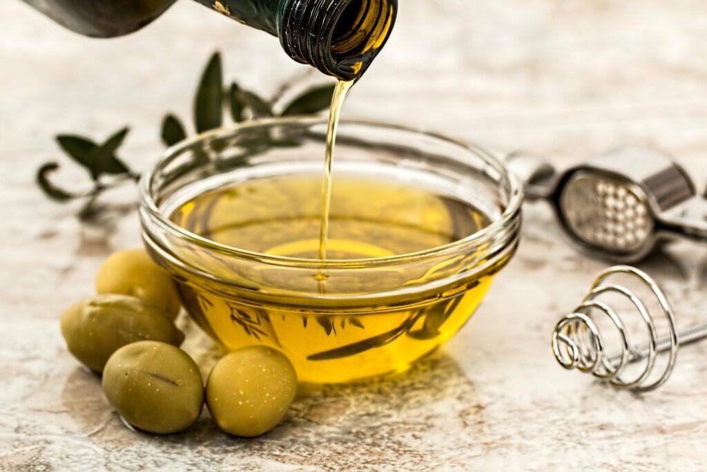 زيت الزيتون - فوائد زيت الزيتون للشعر